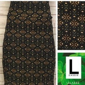 Size L black background geo print pencil skirt